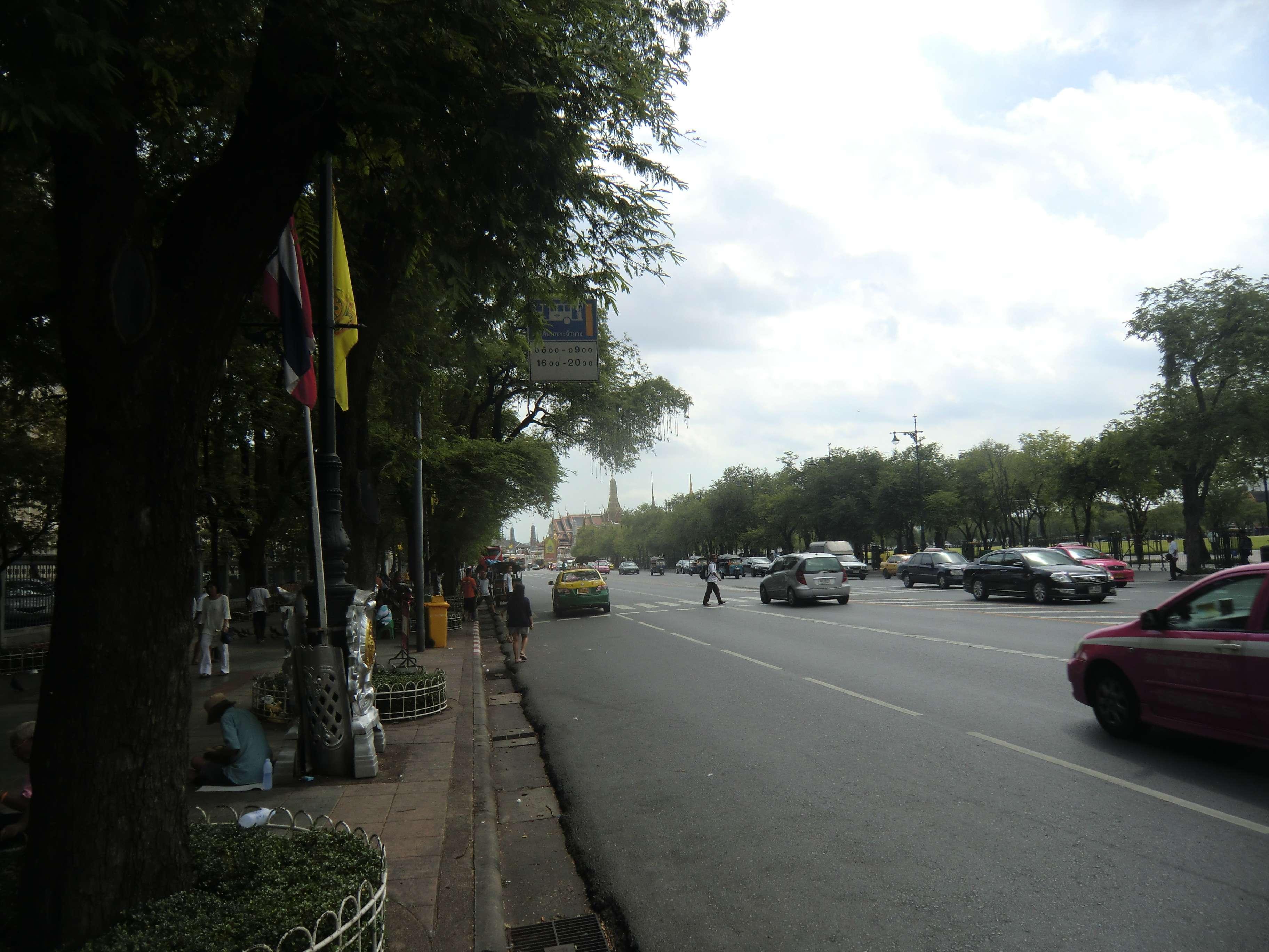 vorbei am Sanam Luang